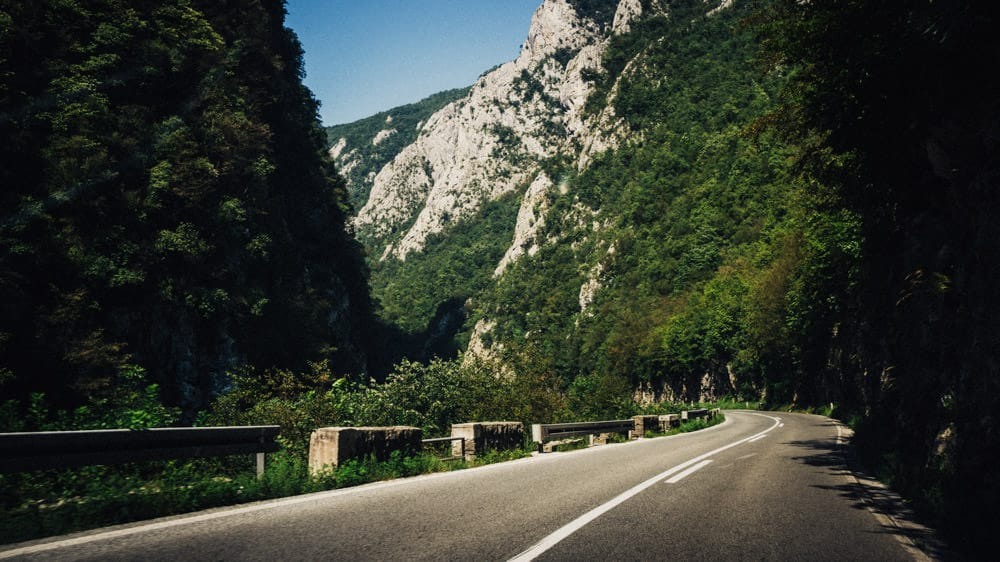 064-bosnia-on-the-road